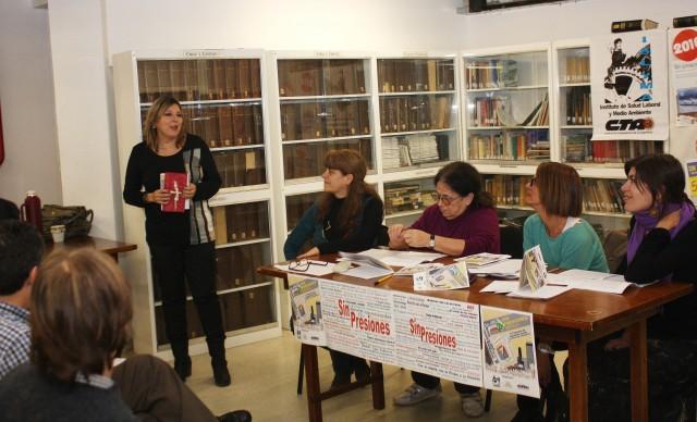 Beatriz Molinari recibiendo el premio de parte del jurado.