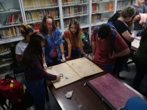 estudiantes y diarios