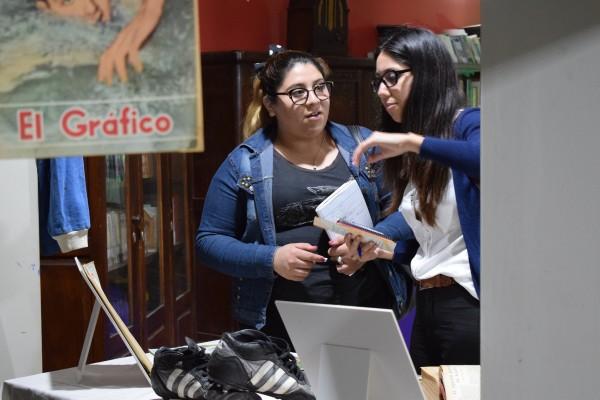 Estudiantes tomando notaOK